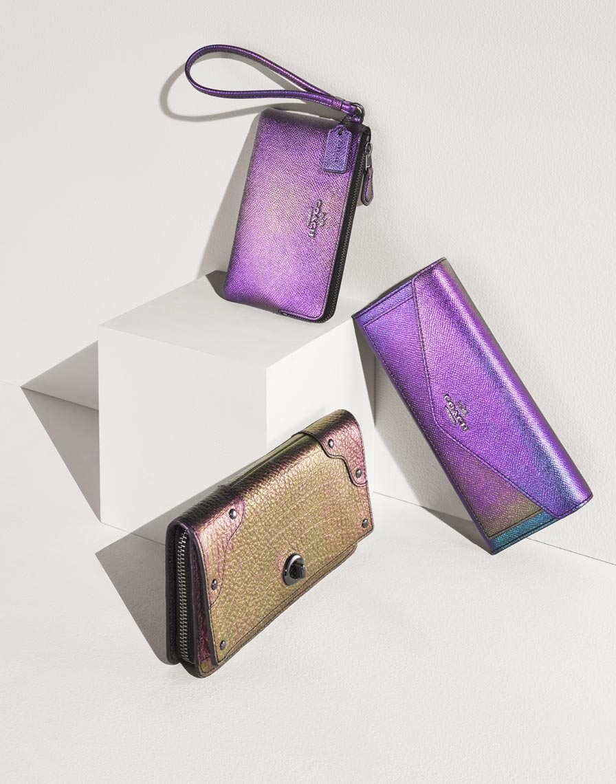 19_12HOLIDAY_Hologram_Wallets_